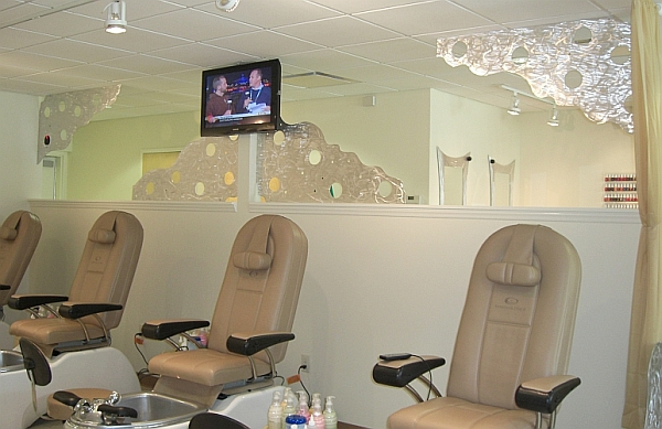 wall divider screens in nail salon